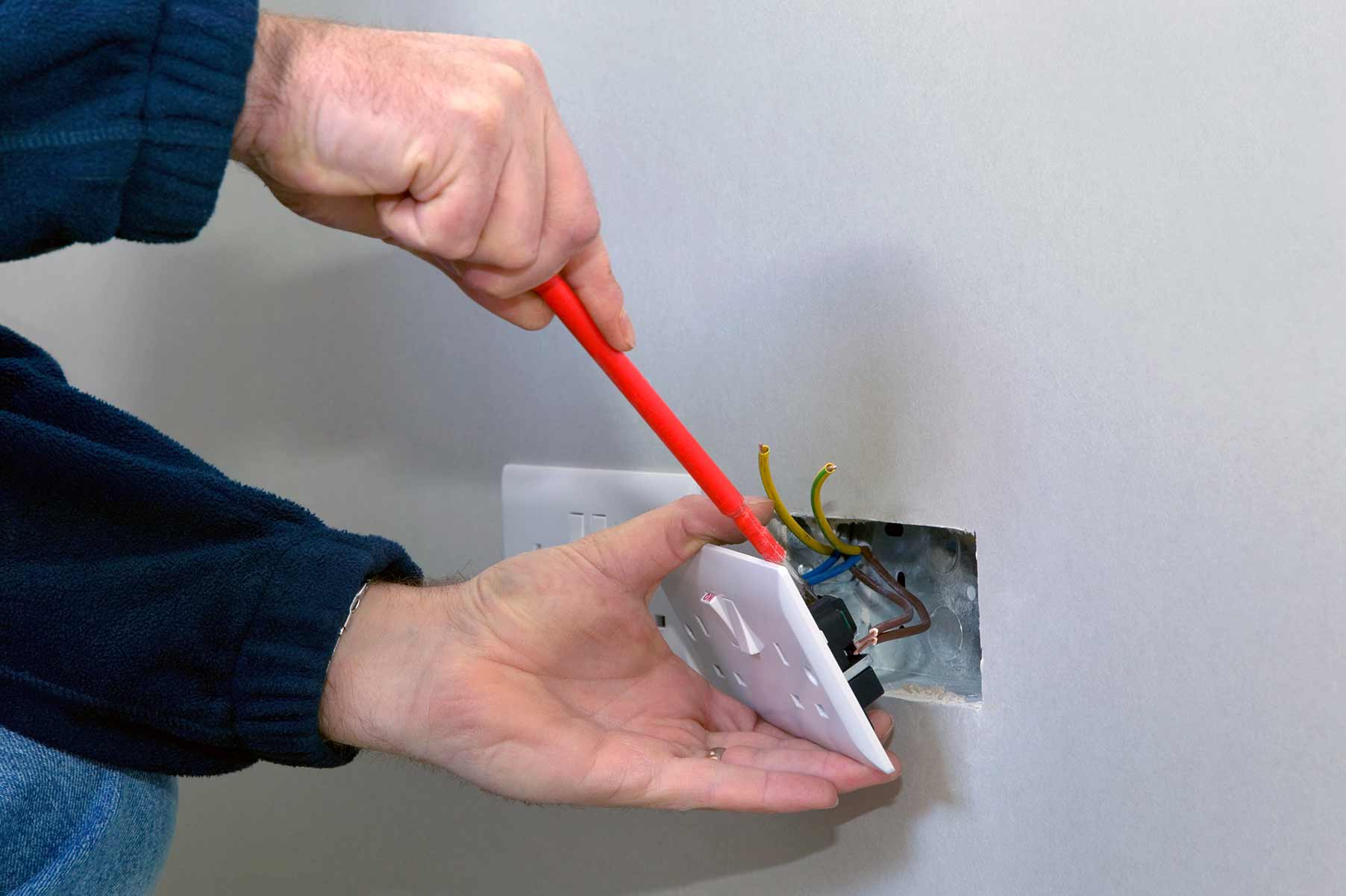 Our electricians can install plug sockets for domestic and commercial proeprties in Stockwell and the local area.